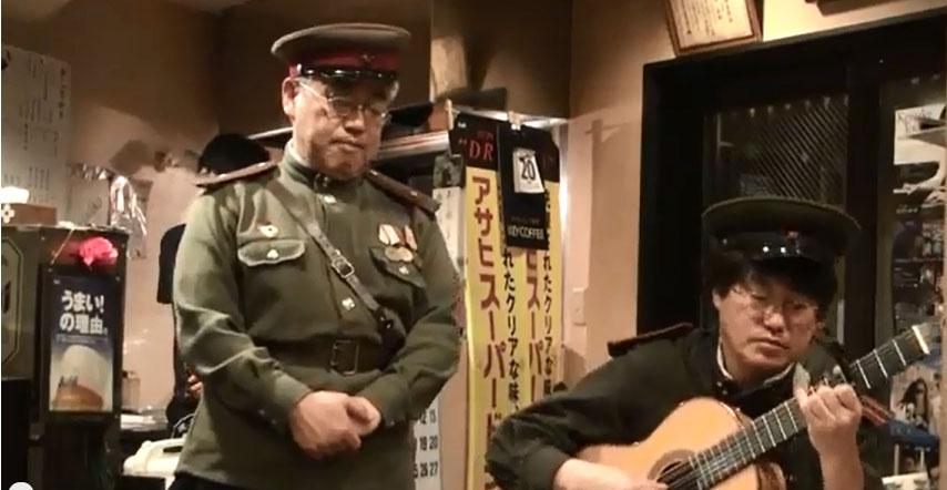 Сидят в яме немец поляк и русский